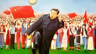 圖為中國畫家創作習近平踢足球油畫作品