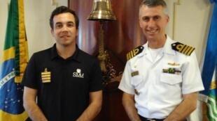 """Comandante do """"Santa Maria Manuel"""" Artur Ribeiro à esquerda e comandante do """"Cisne Branco"""" à direita, Adriano Marcelino Batista."""