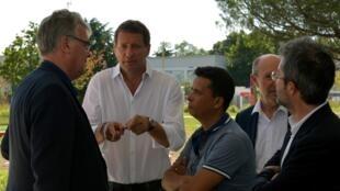 Yannick Jadot parle à des militants EELV lors du début de l'unviersité d'été de son parti, le 22 août.