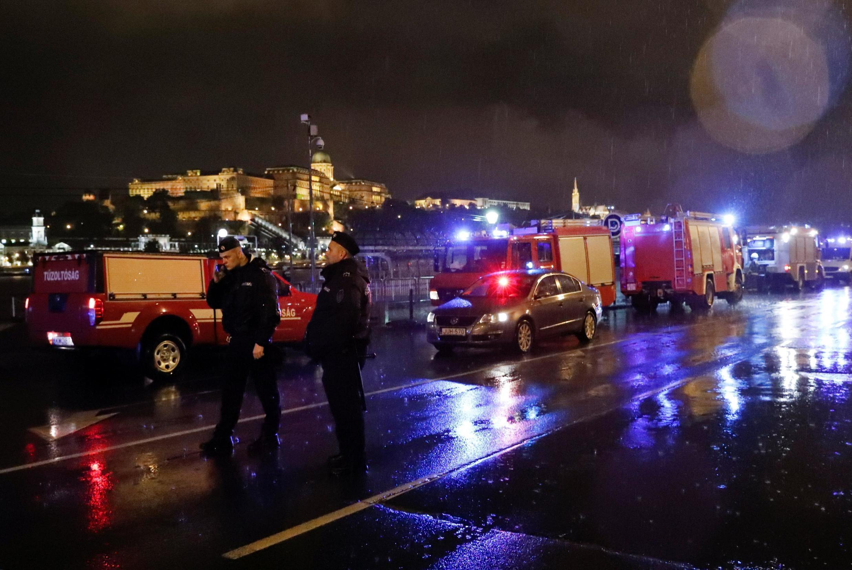 La police et les pompiers étaient mobilisés dans la nuit de mercredi à jeudi pour tenter de retrouver des rescapés du naufrage.