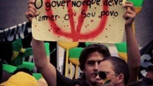 Maioria dos manifestantes não pertence a partidos políticos.