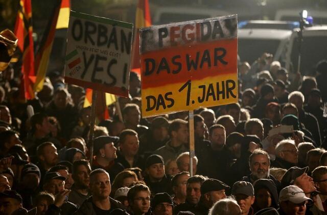 Passeata do grupo racista Pegida, em Dresden, na Alemanha