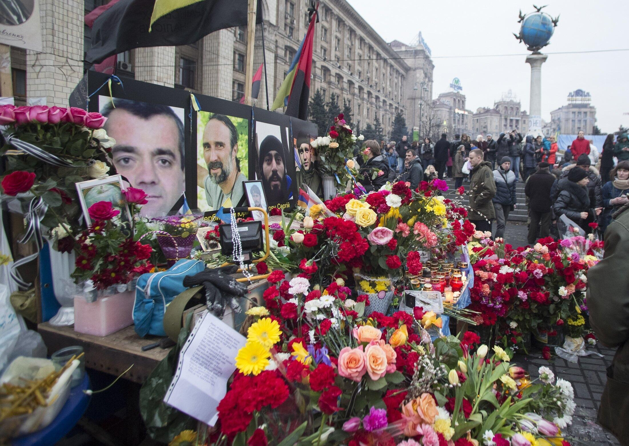 2014年2月23日,乌克兰民众在基辅市中心献花,悼念这场革命中的死难者。