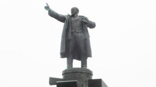 Памятник Ленину у Финляндского вокзала в Санкт-Петербурге