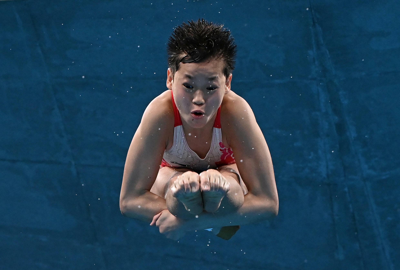 Kitajec Guan Hangson je prevladoval na 10 -metrski tekmi in osvojil olimpijsko zlato.