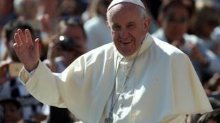 Le pape François au Vatican le 4 mai 2016. L'évêque de Rome a reçu vendredi 6 mai le prix Charlemagne en récompense de son engagement pour l'unification de l'Union européenne.