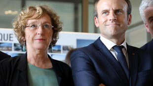 French President Emmanuel Macron (R) and  Labour Minister Muriel Penicaud (L)