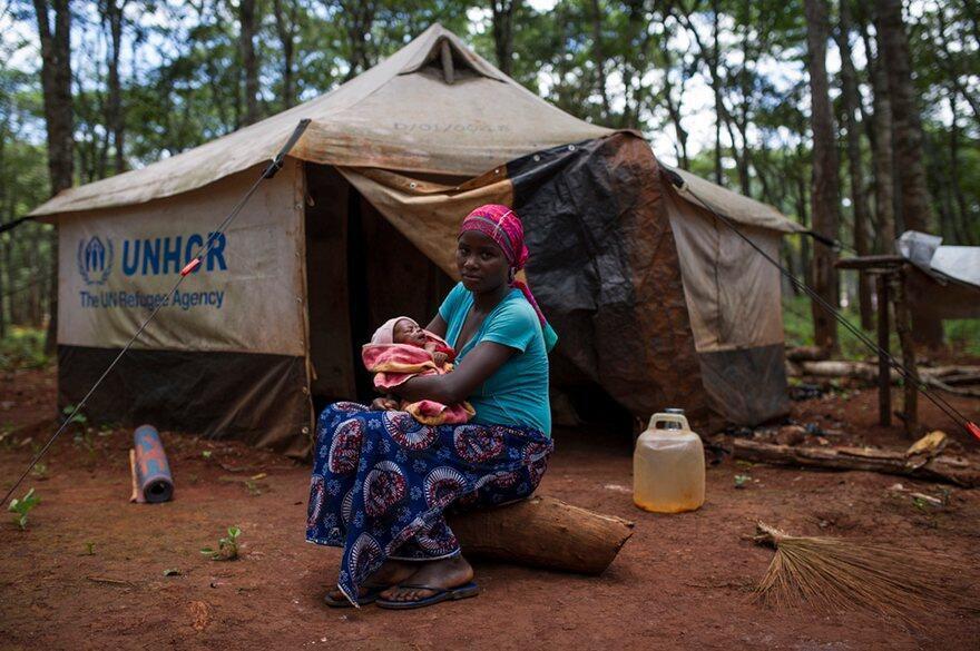 Mwanamama mkimbizi kutoka Burundi akiwa kambini Nyarugusu Tanzania