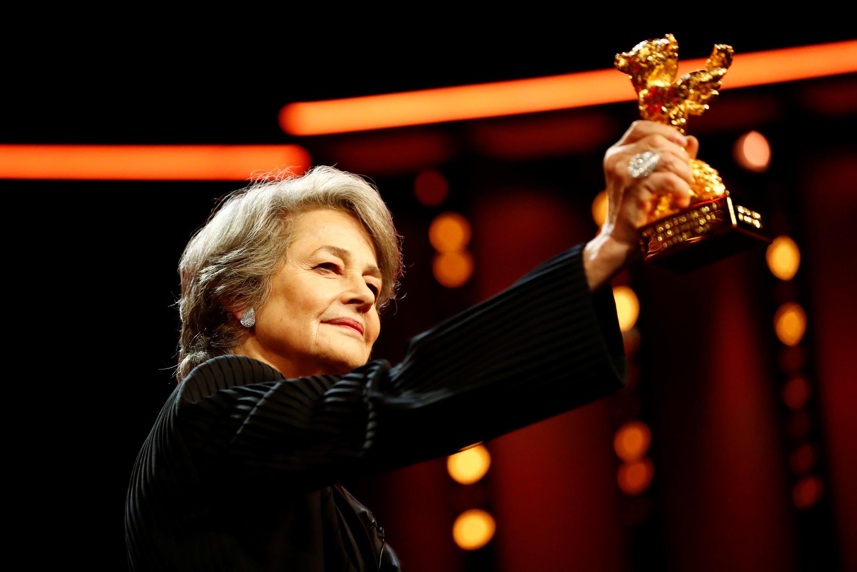 Шарлотта Рэмплинг получила почетного «Золотого медведя» на Берлинском фестивале 14 февраля 2019