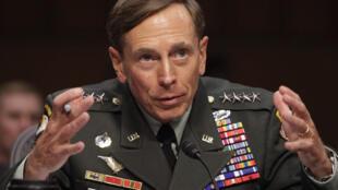 El martes 6 de septiembre de 2011, el general retirado David Petraeus fue investido como jefe de la Agencia Central de Inteligencia  estadounidense (CIA).