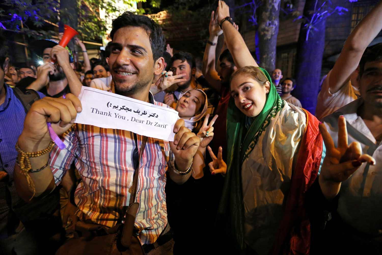Les Iraniens dans les rues de Téhéran pour célébrer l'accord historique sur le nucléaire iranien, le 14 juillet 2015..