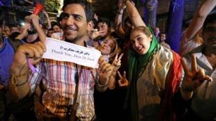 Les Iraniens dans les rues de Téhéran pour célébrer l'accord historique sur le nucléaire iranien, le 14 juillet 2015.