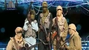 Capture d'image d'une vidéo diffusée par le groupe islamiste Ansaru le 24 décembre 2012, montrant un groupe d'hommes armés dans un endroit indéterminé.