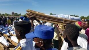 Yadda aka yi jana'izarmanoman da mayakan Boko Haram suka yiwa kisan gilla ta hanyar yankan rago a garin Zabarmari dake jihar Borno. 29/11/2020.