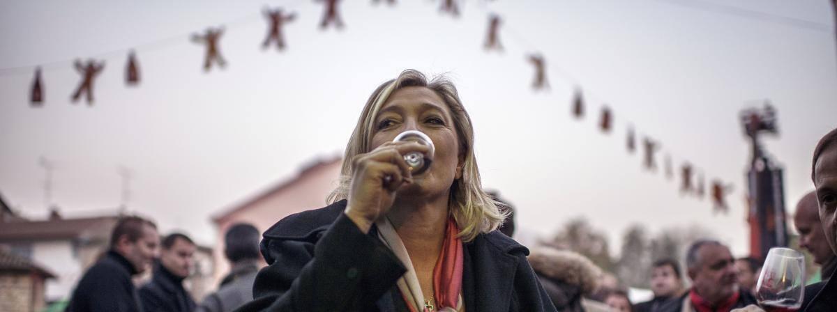 Во время кампании Марин Ле Пен обедает сандвичем в поезде, поясняют в ее штабе.