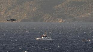 Mamia ya watu hawajulikani walipo baada ya boti yao kuzama katika bahari ya Mediterranean.