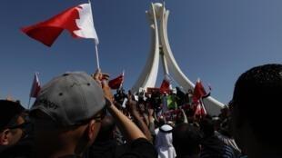 Manifestantes en la plaza La Perla en Manama la capital de Bahrein