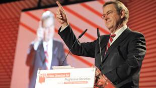 Poul Nyrup Rasmussen, réélu président du Parti socialiste européen le 8 décembre 2009.