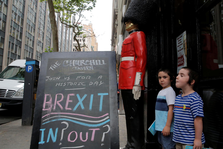 """Nhiều người dân Anh vẫn muốn đặt lại câu hỏi """"Đi"""" hay """"Ở""""."""