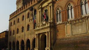 O Palácio de Accursio, também conhecido como 'Pallazzo Comunale', abriga a Corte de Apelações, em Bolonha, na Itália.