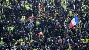 Как заявил министр внутренних дел Франции Кристоф Кастанер, в Париже на первомайские акции могут выйти члены движения «black block»