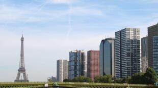 O custo médio de imóveis antigos ultrapassou  8 mil euros por metro quadrado em Paris.