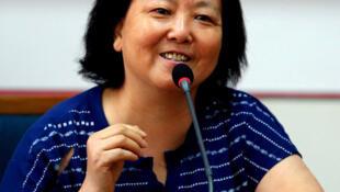 前湖北省作家协会主席、武汉作家方方在1月下旬武汉封城后,发布日记纪录当地人民在疫情下的生活,被许多海内外网友转发,但她也因此于2月初在社群平台微博遭到禁言。