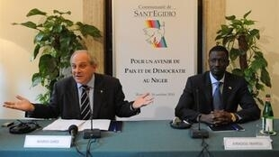 Mario Giro (g), responsable des relations internationales de la communauté de Sant'Egidio, à un sommet organisé par cette communauté à Rome, le 15 octobre 2010..
