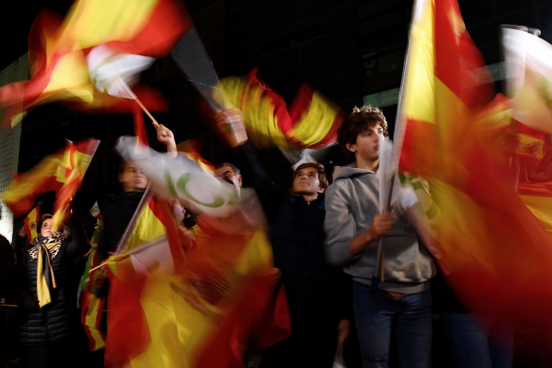 Les partisans du parti d'extrême droite Vox devant le siège du parti à Madrid, le 10 novembre 2019.