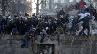 Разгон митингующих в Киеве, 18 февраля 2014.