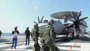 Hàng không mẫu hạm Pháp rời cảng Toulon đến Libya (Reuters)