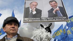 Os protestos contra as fraudes nas eleições legislativas na Rússia e a ameaça ao governo de Dmitry Medvedev e do premiê Vladimir Putin são os destaques da imprensa francesa desta segunda-feira.