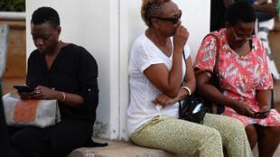 Noiva de uma das vítimas do acidente do voo da Ethiopian Airlines aguarda informações sobre o resgate