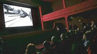 """Nhà hát Eden chiếu lại bộ phim đầu tiên của lịch sử """"La sortie des usines Lumière"""""""