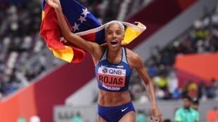 La venezolana Yulimar Rojas celebra su triunfo en el triple salto del Campeonato Mundial de Doha-2019.