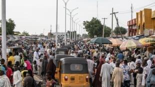 'Monday Market' daya daga cikin kasuwanni mafi girma da kuma bunkasar hada-hada a birnin Maiduguri dake jihar Borno, wadda ta fuskanci jerin hare-haren 'yan kunar bakin wake na kungiyar Boko Haram, sai dai barazanar tsaron bai hana ta cigaba da wanzuwa ba. 26/7/2019.