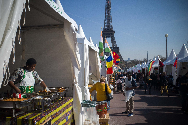 Le village gastronomique, toutes les cuisines du monde, à Paris face à la Tour Eiffel.