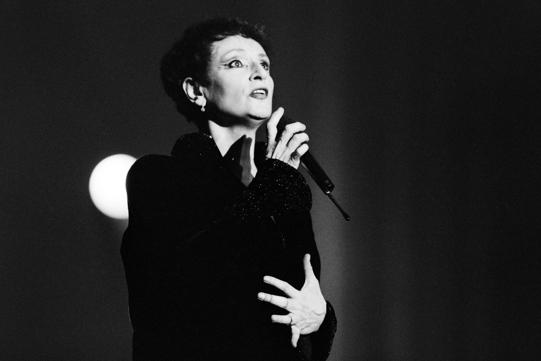 Barbara en 1987 au théâtre du Chatelet.