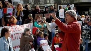 Une maniestation contre le passage d'un gazoduc sur un territoire amérindien, à Victoria, Colombie-Britannique, le 14 février 2020.