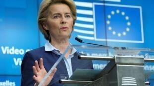 A presidente da Comissão Europeia, Ursula von der Leyen, pediu que os EUA reconsiderem sua saída da OMS