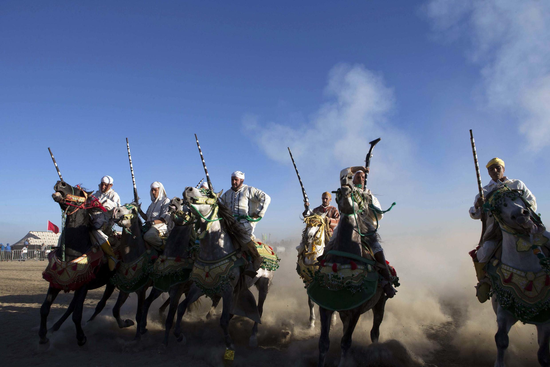 Des cavaliers lors de la commémoration du 38ème anniversaire de la Marche Verte, le 6 novembre 2013 près de Fes, au Maroc.