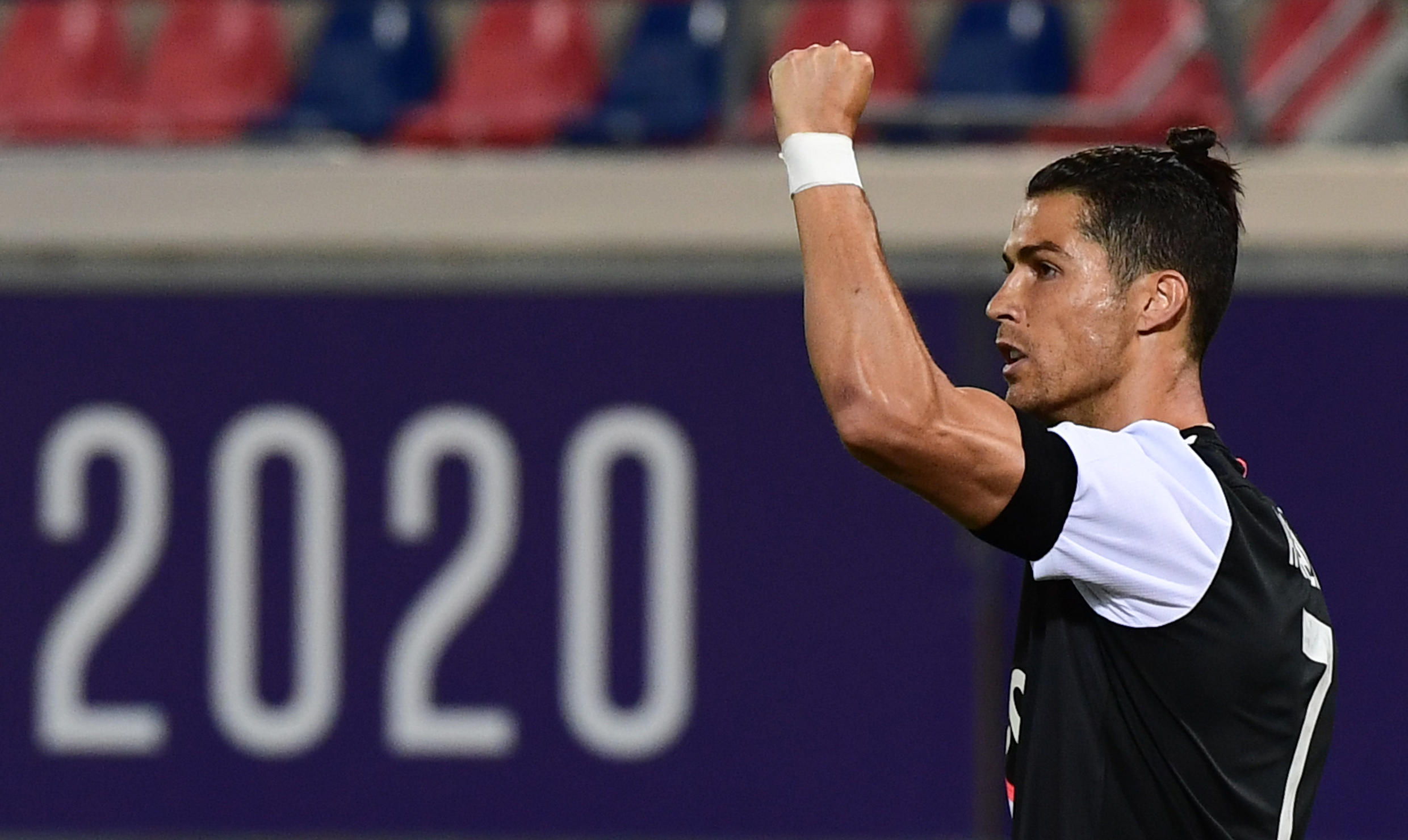 Cristiano Ronaldo scored one goal and set up another in Juventus' 4-0 drubbing of Lecce.