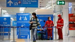 ITALIE - AEROPORT - COVID19 - 2020-12-20T152329Z_49873511_RC23RK9WMJRY_RTRMADP_3_HEALTH-CORONAVIRUS-BRITAIN-ITALY