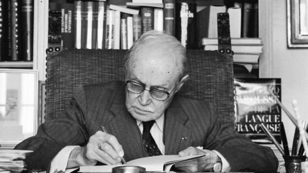 L'écrivain Maurice Genevoix (ici en 1979) est considéré comme l'un des plus grands conteurs de la Grande Guerre avec Henri Barbusse et Roland Dorgelès,