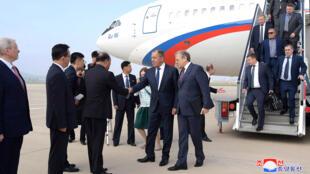 Российская делегация во главе с Сергеем Лавровым прибыла в аэропорт Пхеньяна, 31 мая 2018.