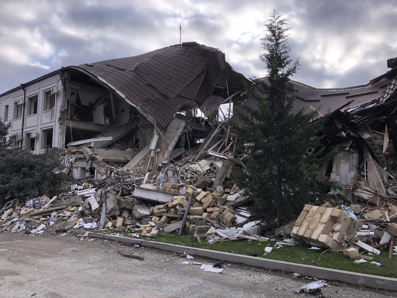Разрушенные после артобстрелов здания Степанакерта. 14 ноября 2020 г.