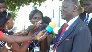 Lam Akol akihojiwa na wanahabari
