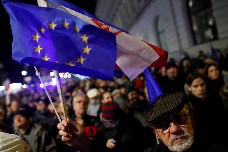 Manifestantes delante del palacio presidencial en Varsovia, 24 de noviembre de 2017.