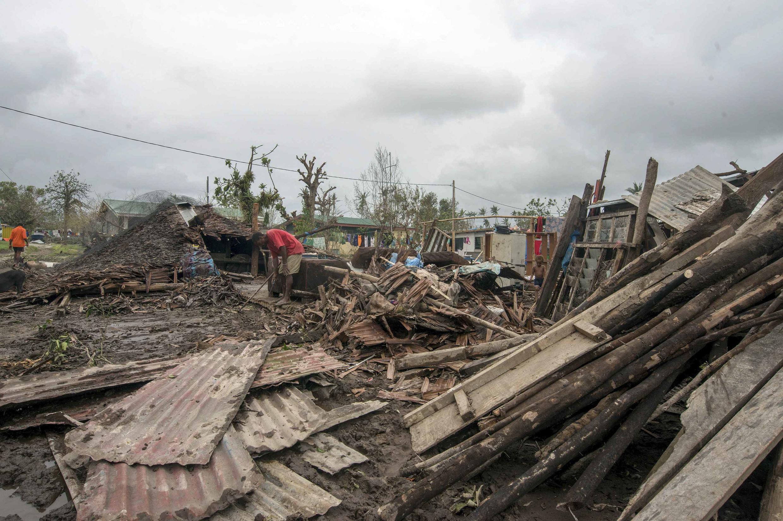 Ciclone Pam, que devastou Vanuatu neste sábado (14), é considerado como umas das piores catástrofes naturais no oceano Pacífico.