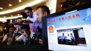 在济南举行的薄熙来审判吸引大批媒体关注